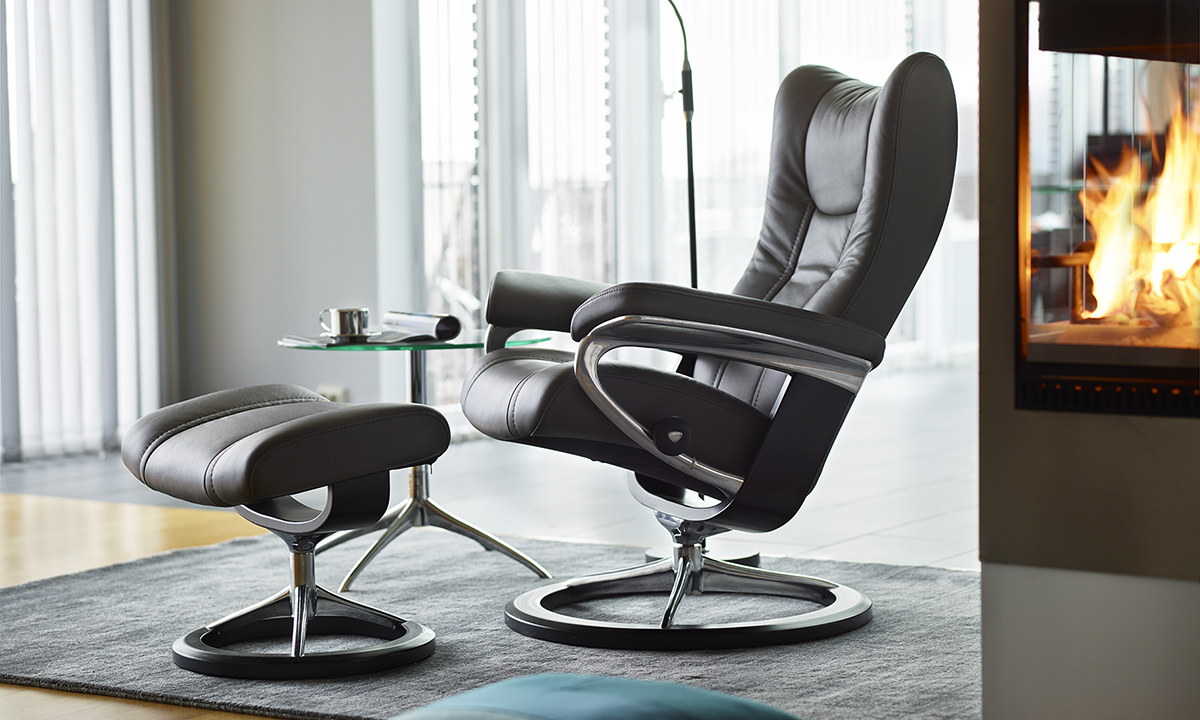 Stressless Wing M Signature Chair With Footstool Recliners